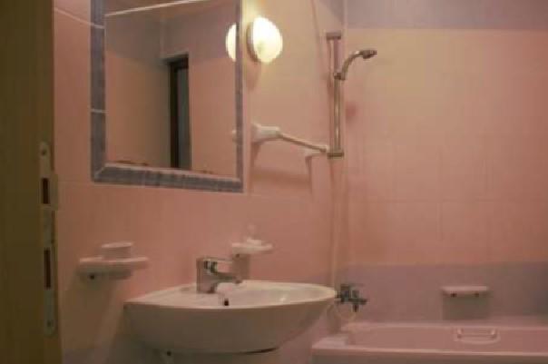 Bathroom D6