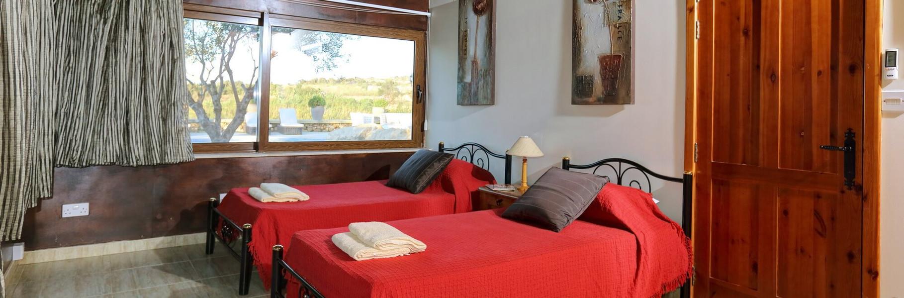 bedroom5-villa1.jpg