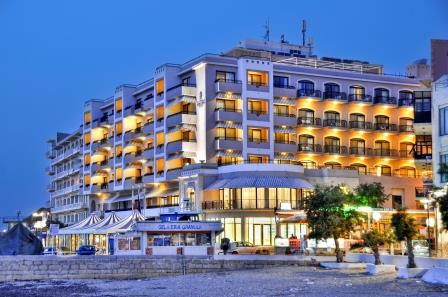 Hotel Calypso at night