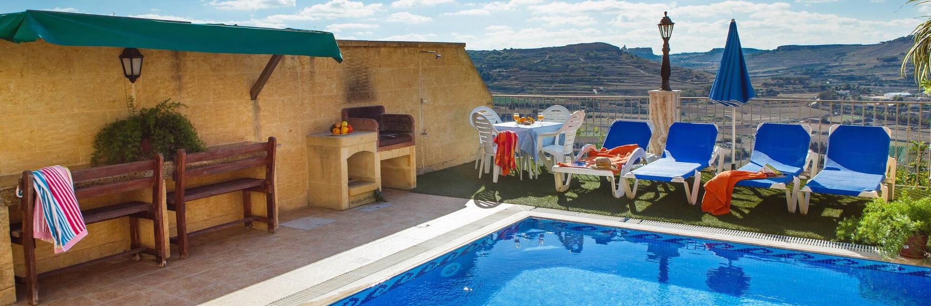 farmhouse-Cik-outdoor-pool.jpg