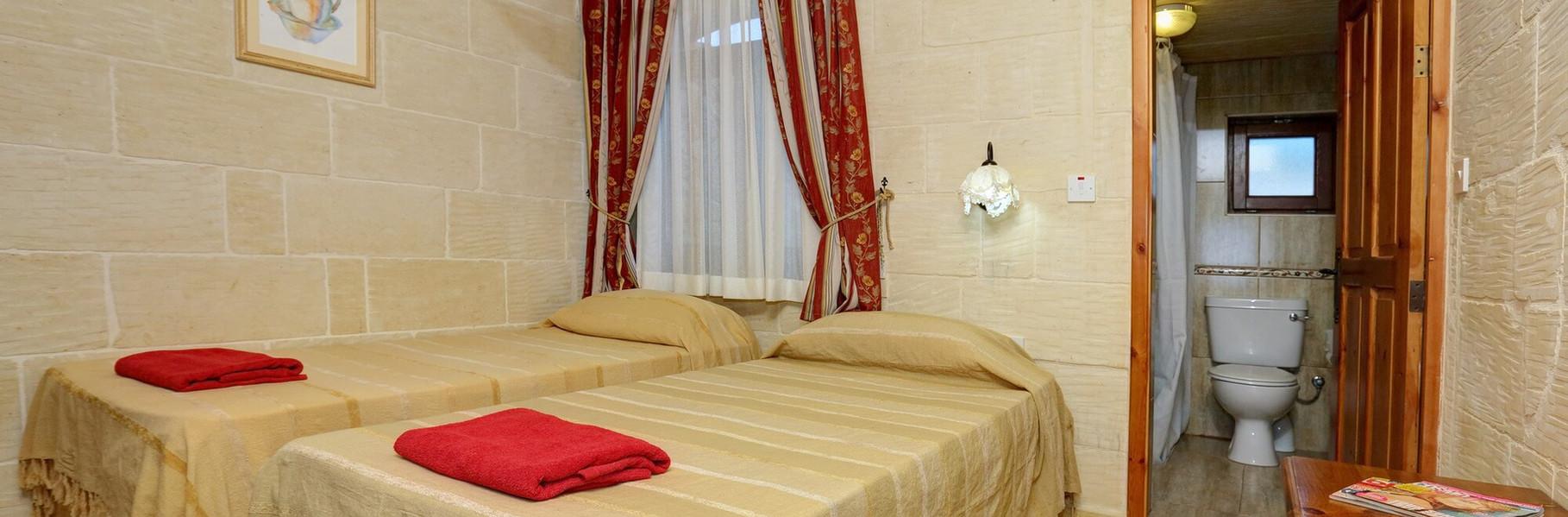bedroom4-villa1.jpg