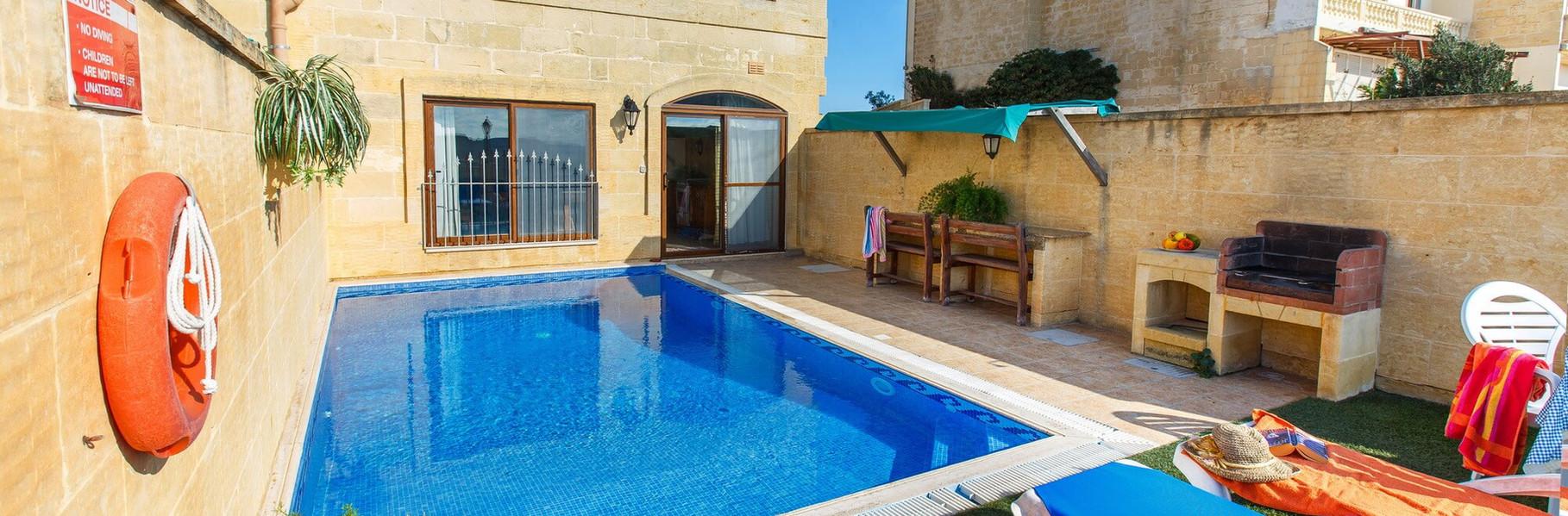 farmhouse-terracce-pool.jpg