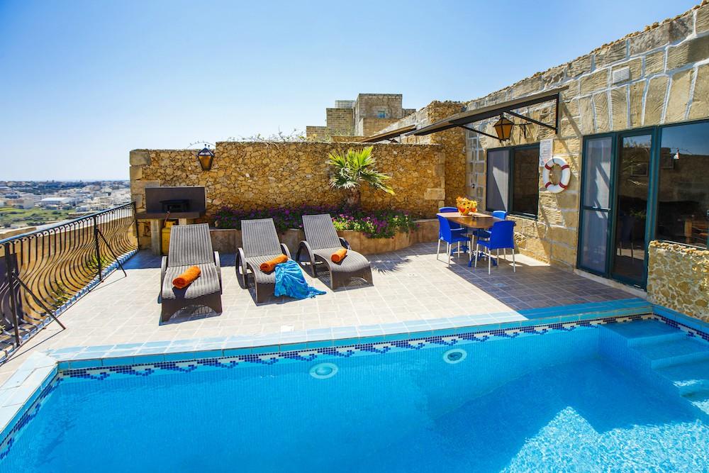 Pool 2 bedrooms