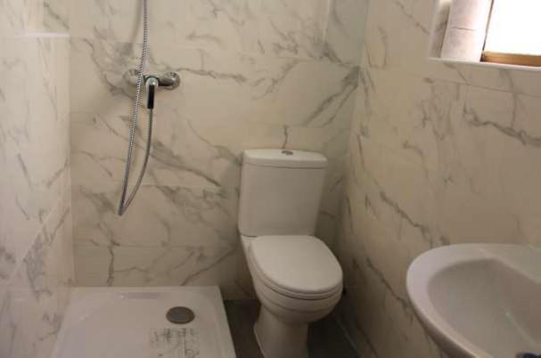 Studio Marsalforn Promenade bathroom