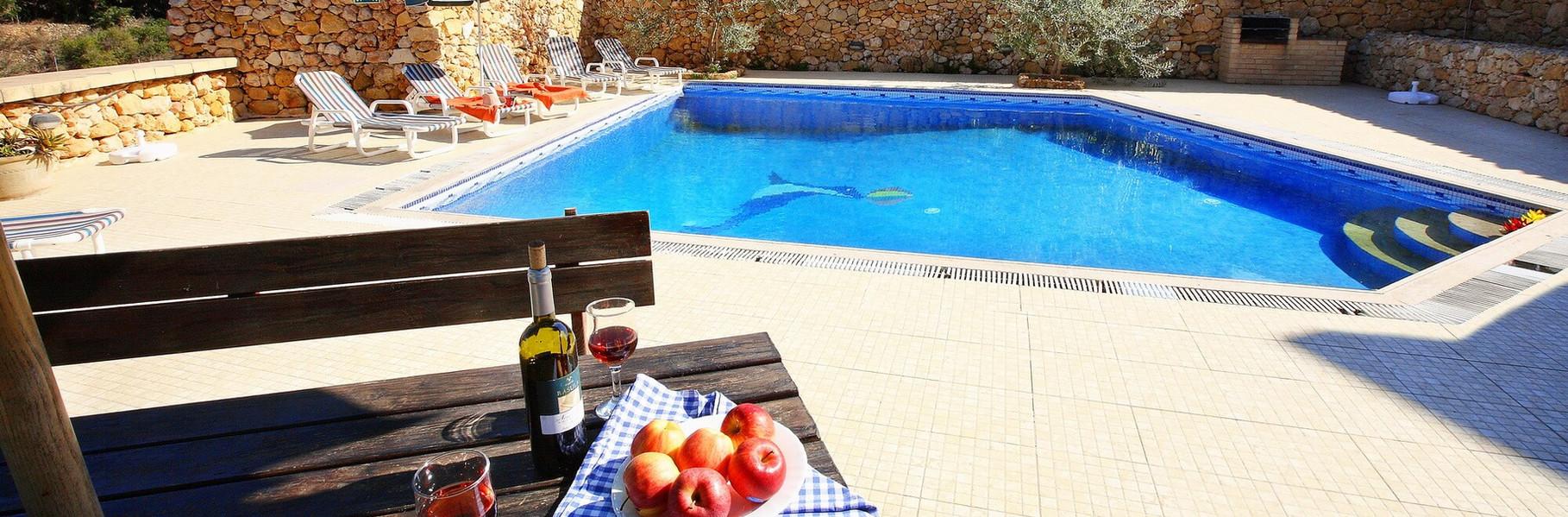 wine-by-the-pool-villa-3.jpg