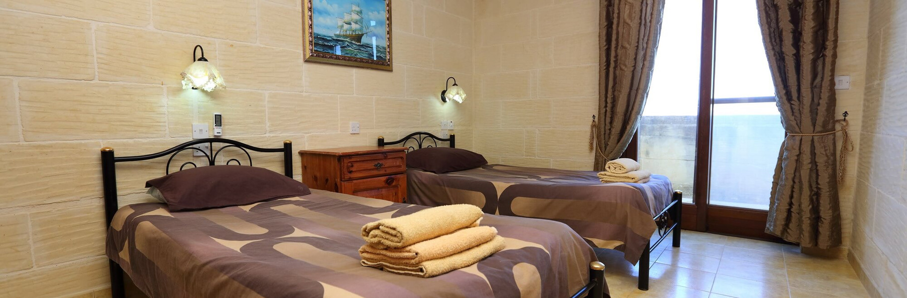 villa2-twin-bed.jpg