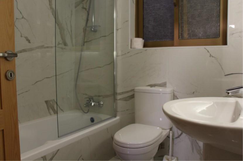 D8 bathroom shower