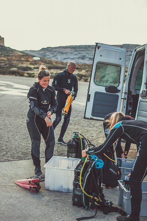 divers-kitting-up.jpg
