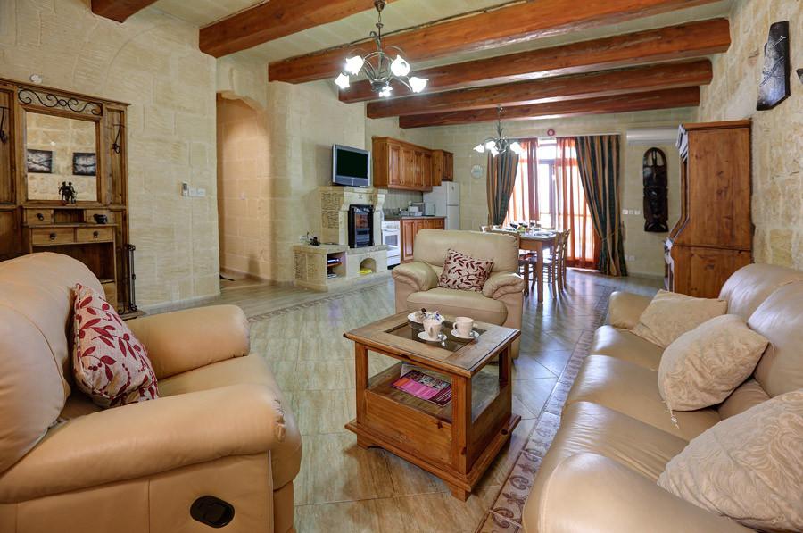villa2-living-kitchen.jpg