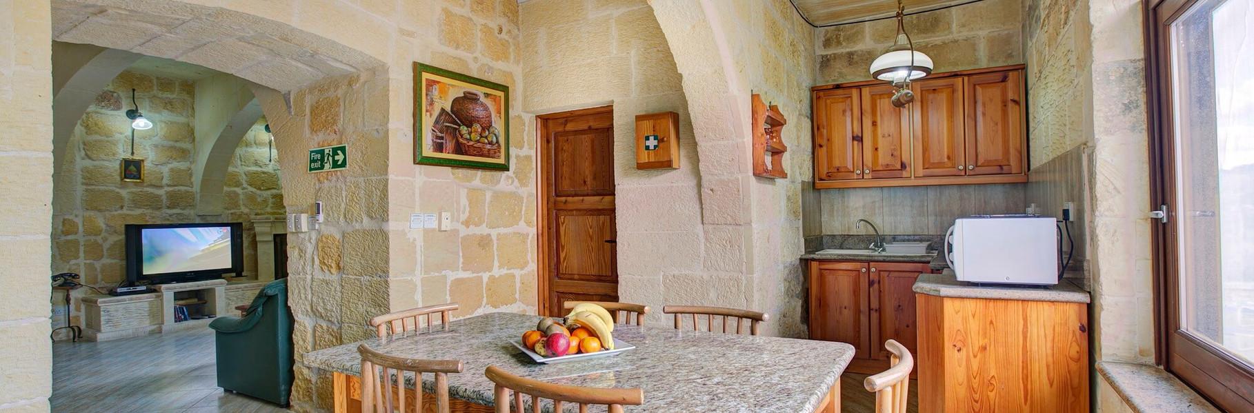 dining-villa-3-gozo.jpg