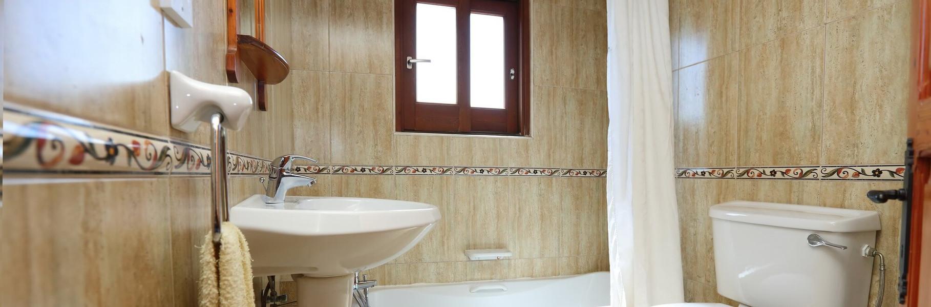 villa2-bathroom.jpg