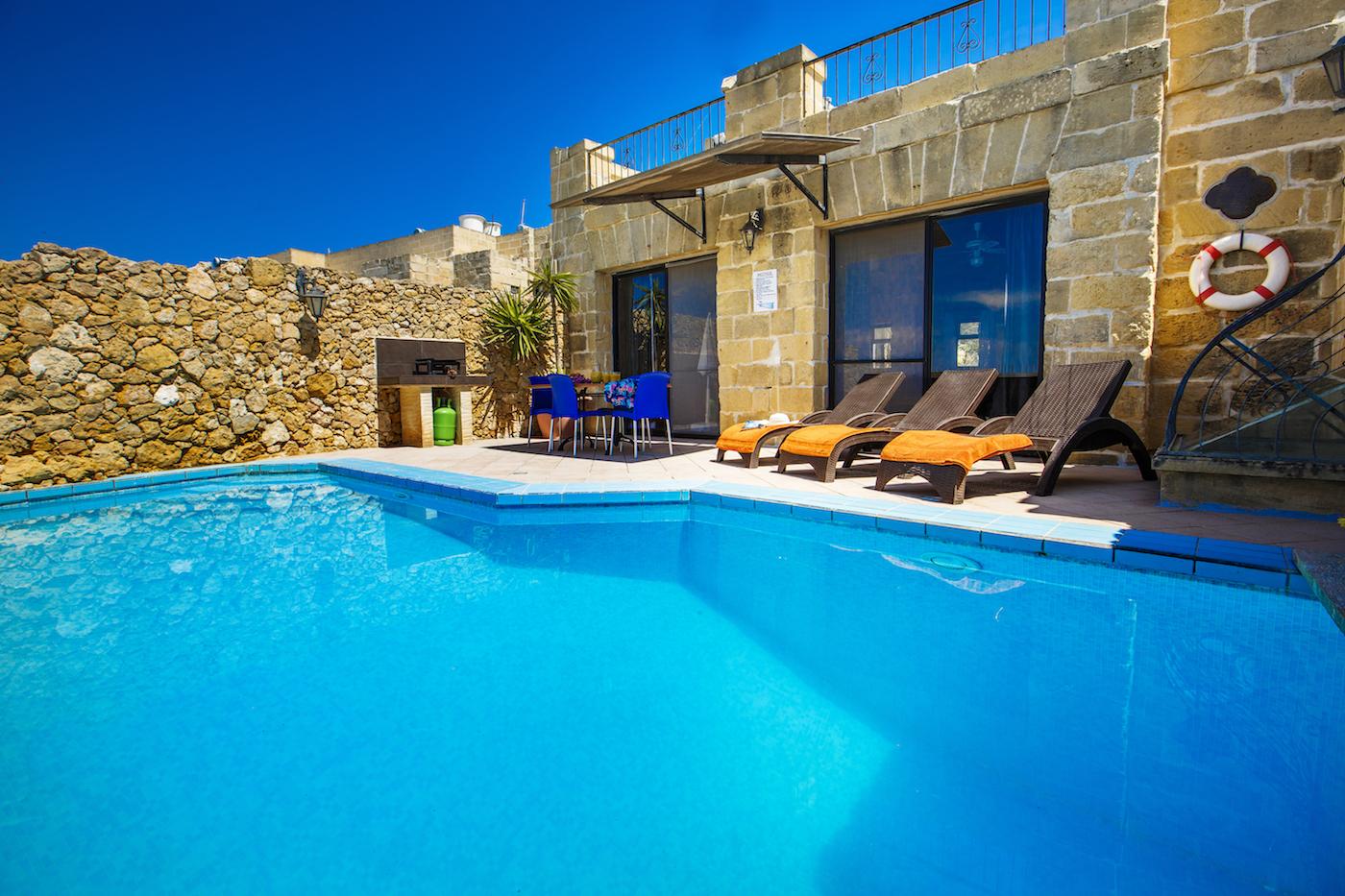 Pool 3 bedrooms