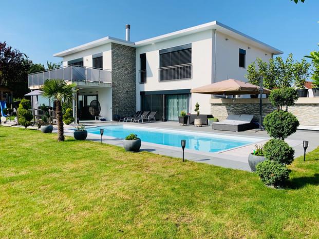 42. Gartenansicht Minergie-Villa Lohn-A'segg