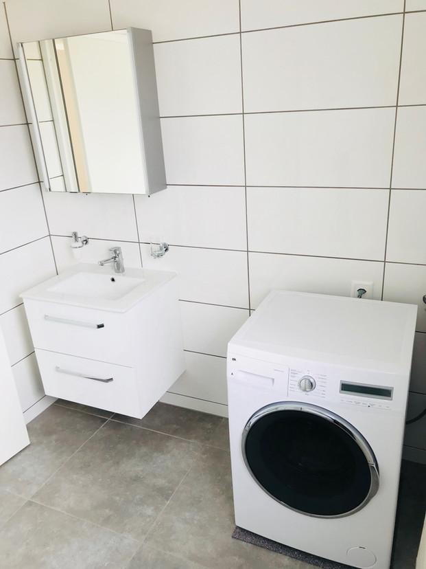 28. Bad mit Waschmaschine Estrichausbau MFH Oensingen