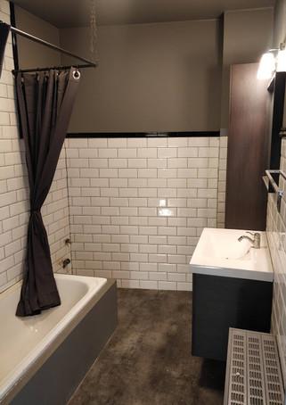 Tijdloze badkamer appartement Tongeren
