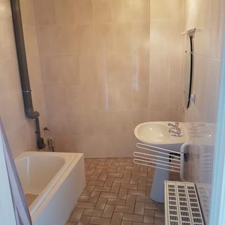 Voor de werken - Tijdloze badkamer appartement Tongeren