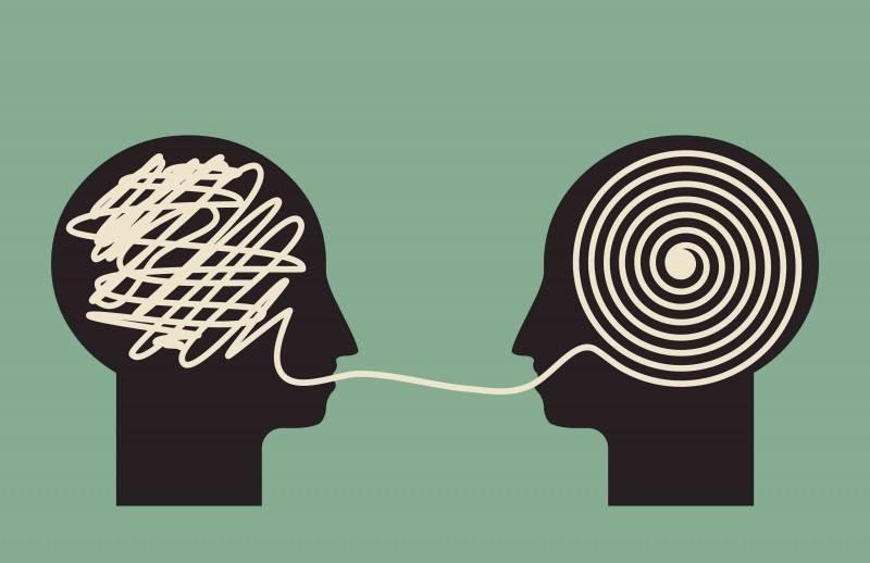 Ilustração de duas silhuetas conversando, uma com o cérebro confuso e outra organizando as ideias
