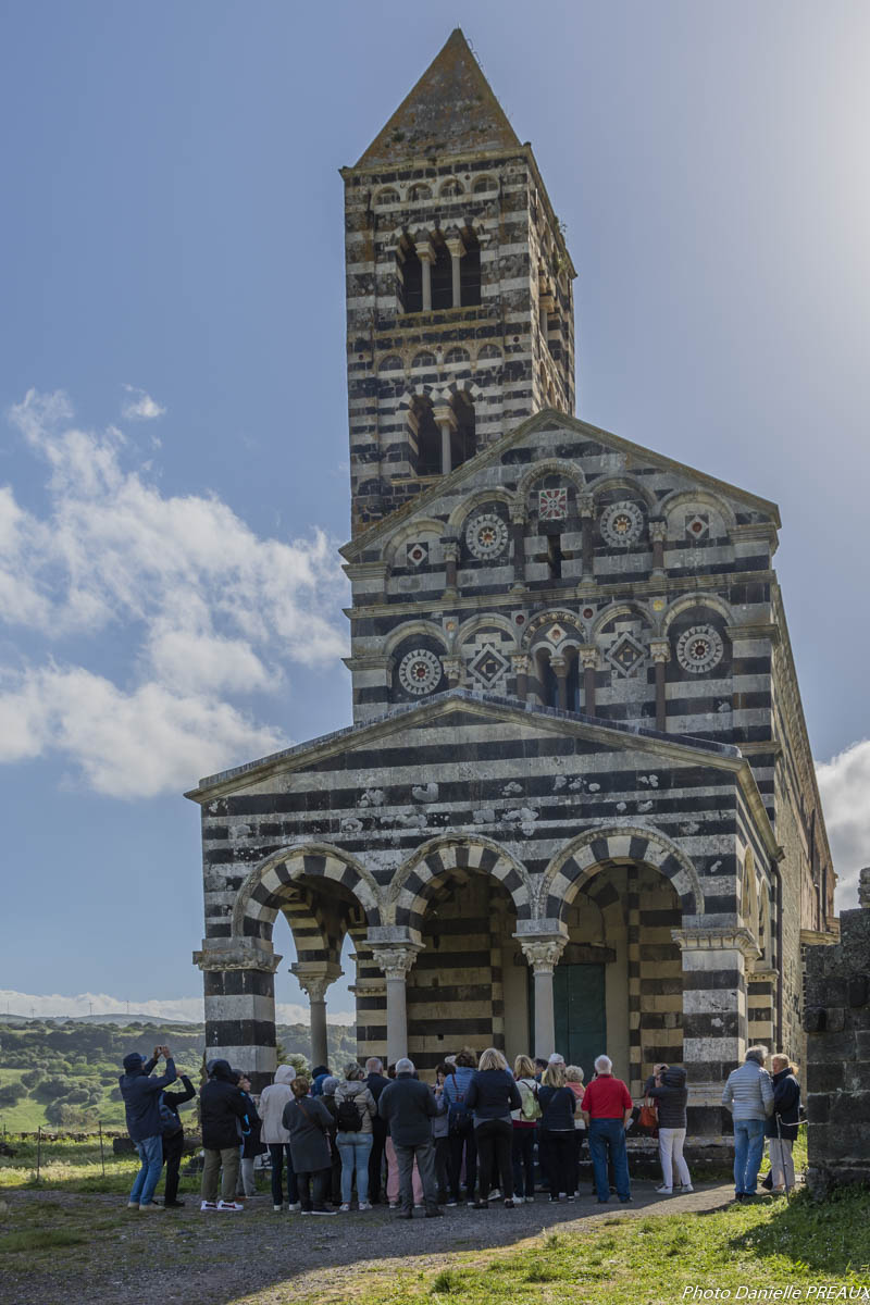 Devant l'église Santa Trinità di Sac