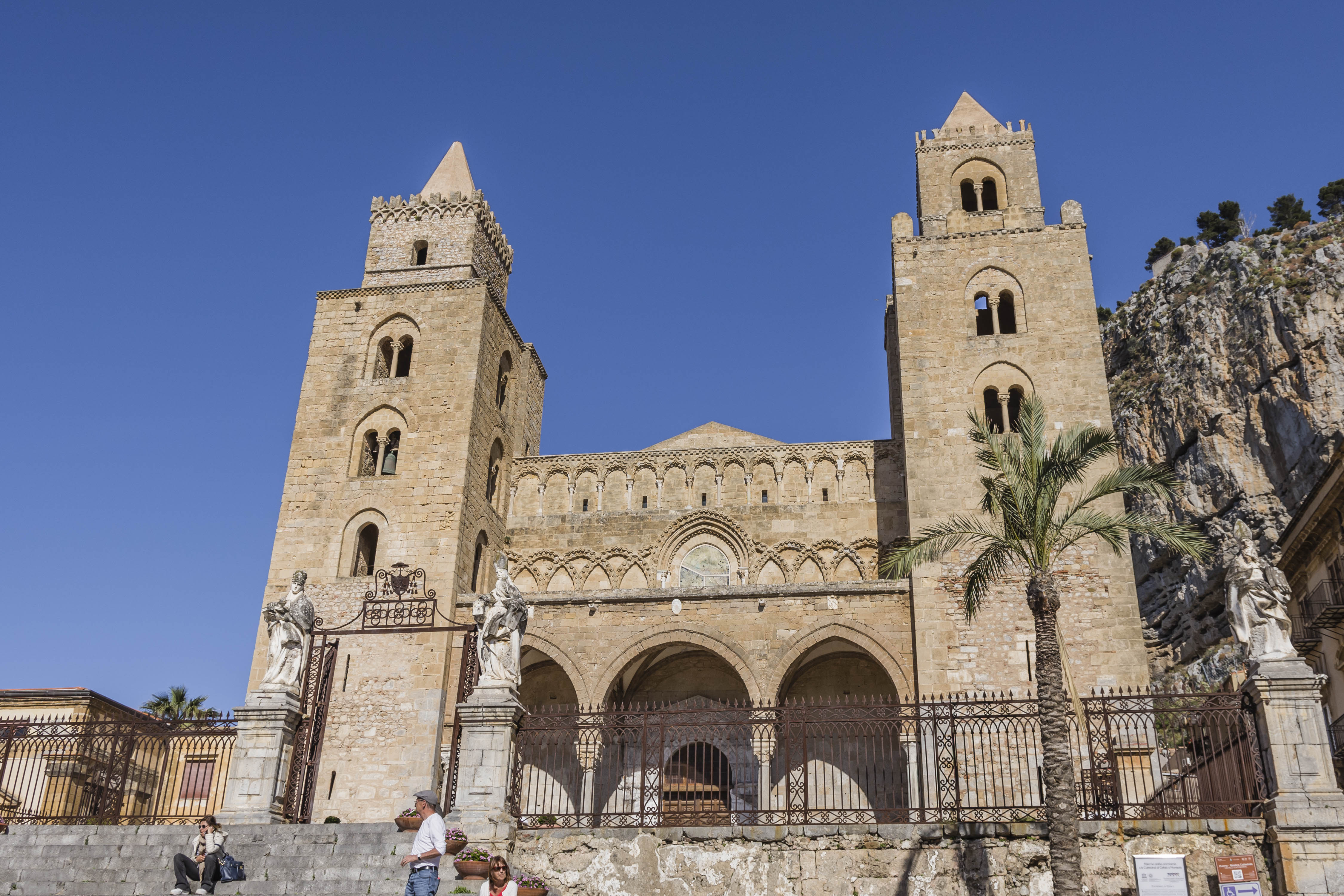 CEFALÙ_-_CATHEDRALE_NORMANDE