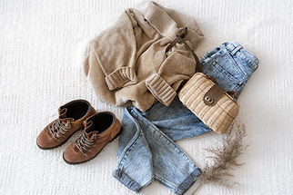 set-with-fashionable-women-s-clothing-je