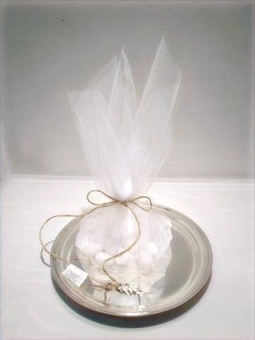 μπομπονιέρα τούλινη με ασημένια λεπτομέρεια