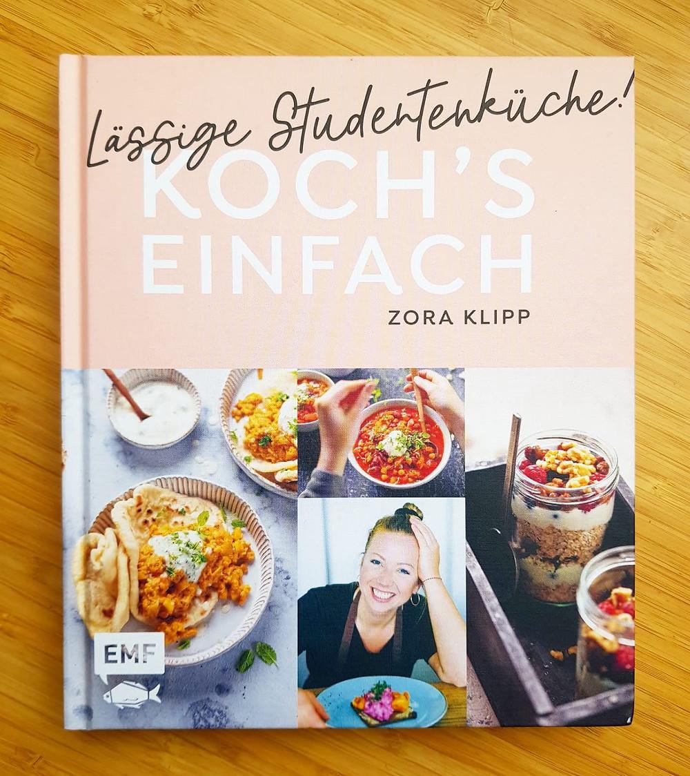"""""""Lässige Studentenküche"""" von Zara Klipp"""