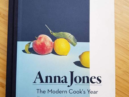 The modern cooks year! - Vegetarisch, großartig, köstlich mit neuen Rezepten durchs Jahr!