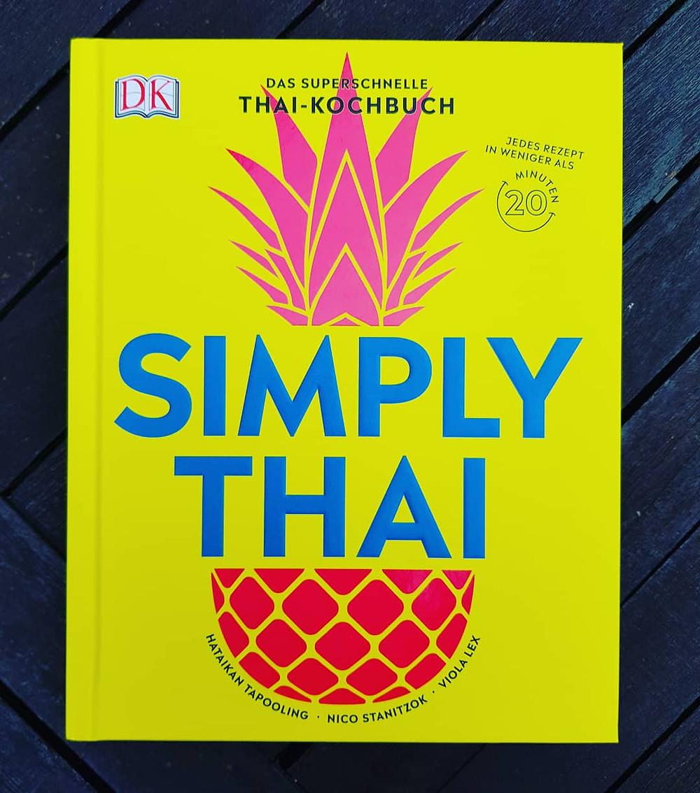 """Simply Thai"" von Nico Stanitzok, Hataikan Tapooling und Viola Lex"