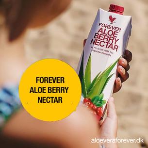 Forever_Aloe_Berry_Nectar_i_hænderne.jpg