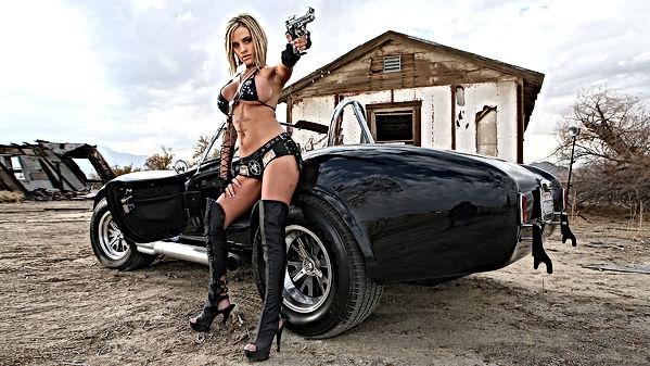 devushki-s-pistoletom-59-foto-16.jpg