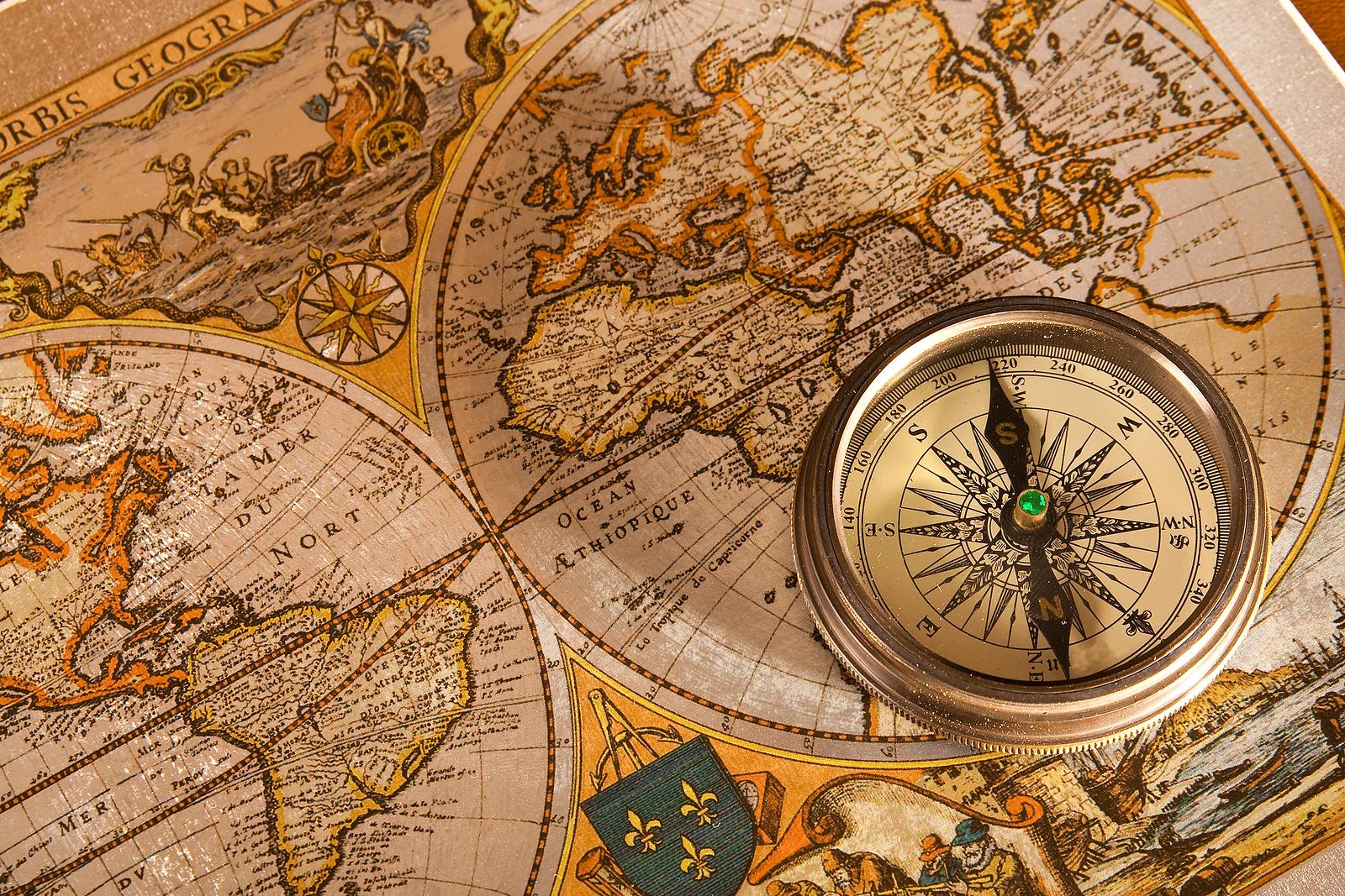 Vintage map 9 (compass)