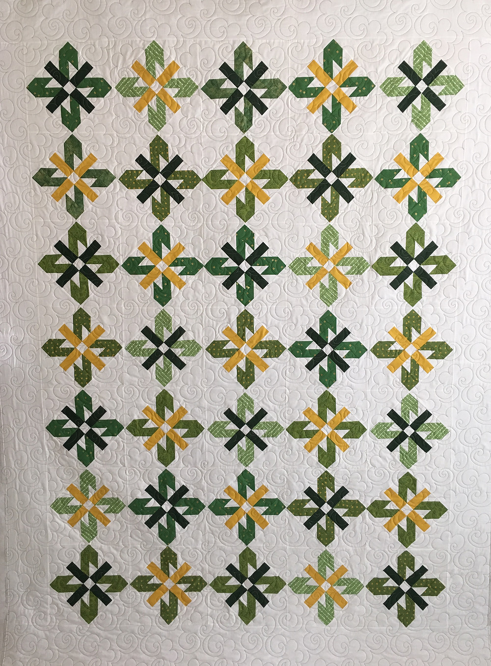 Green and Gold Sunflower quilt by Jocelyn Ueng