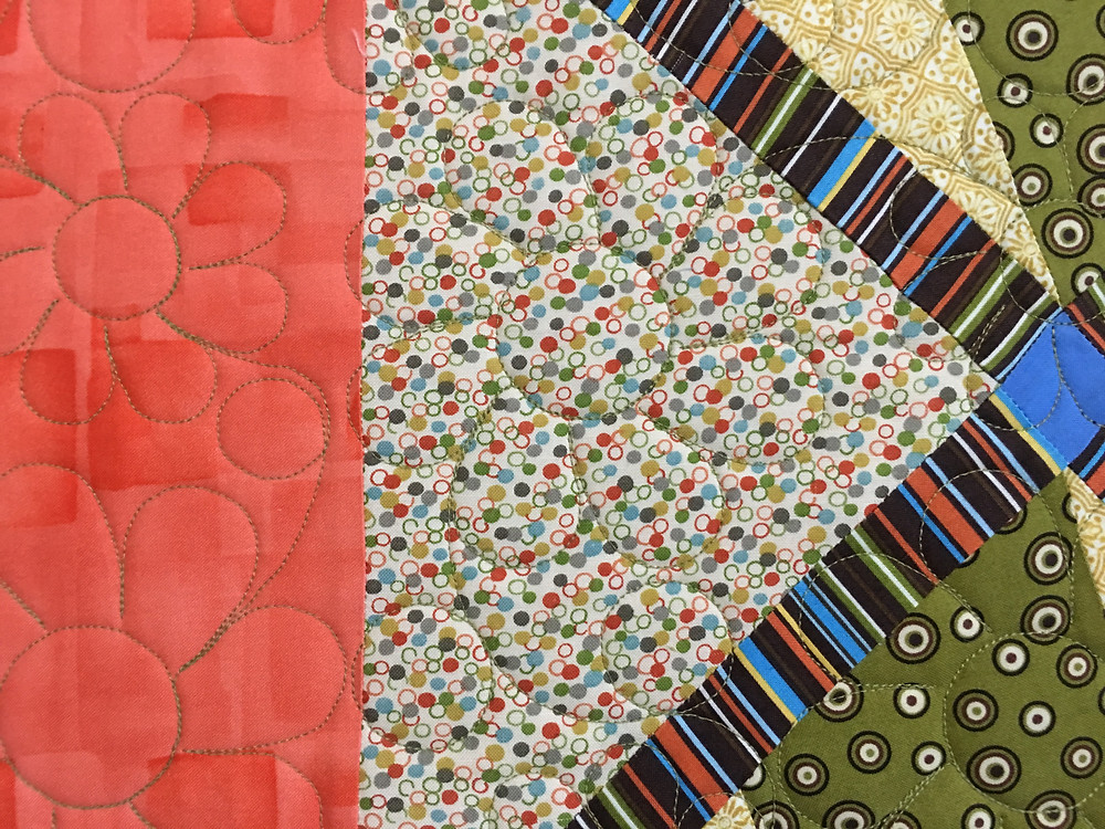 Flower quilting pattern on Nine Patch Quilt by Cynthia Parra
