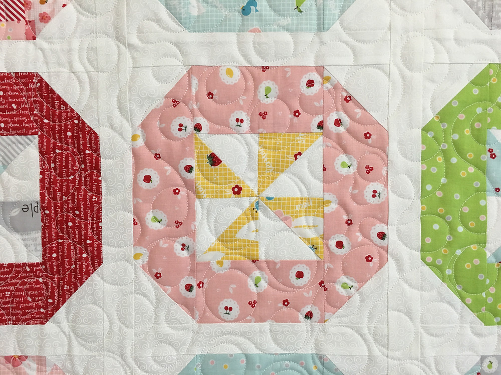 Circles Quilting Pattern on Pinwheels Quilt by Sally Matoushek