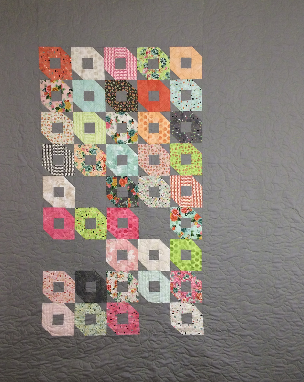 Jill Sewards Gray and Ring shaped blocks quilt