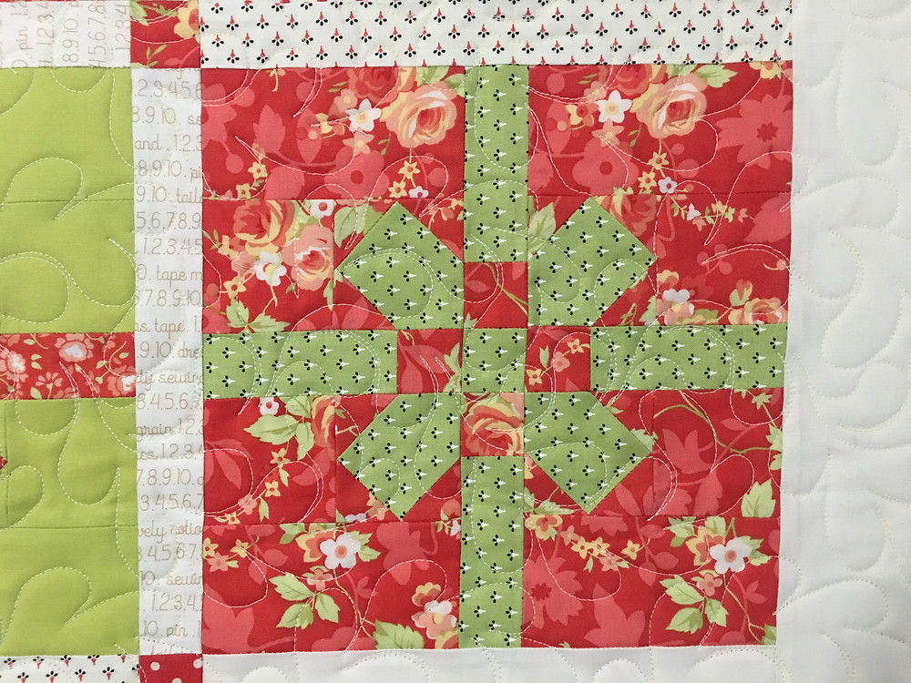 Feather Quilting Pattern on Christmas Bows Quilt by Deb Taylor