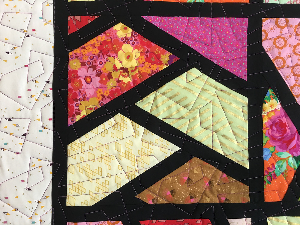 Geometric Quilting Pattern on Sashed Half Hexi Quilted by Cindy Lovelace