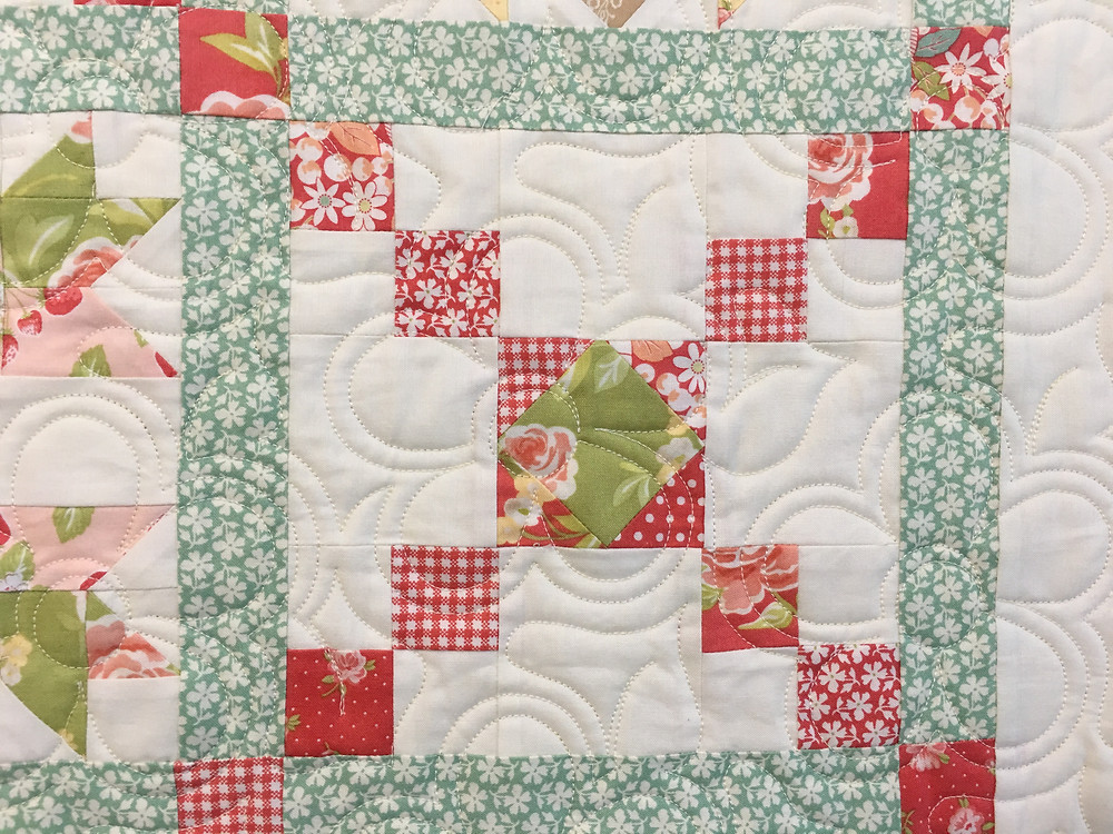 Flowers quilting pattern on Crossroads Quilt by Sally Matoushek
