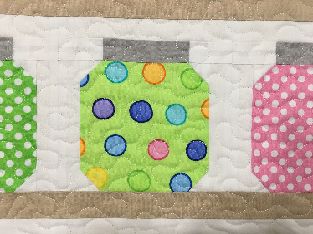 Meander quilting on Jars of Buttons quilt by Delfina Guerra