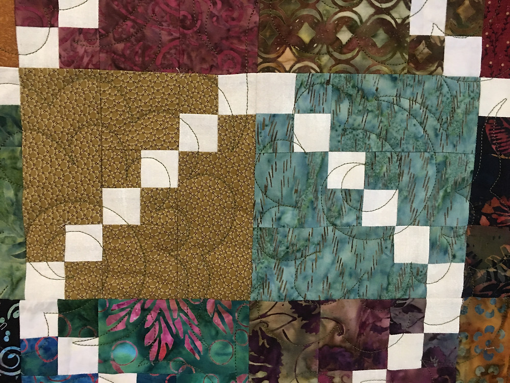 Feather quilting pattern on Crossroads Quilt by Terry Manley