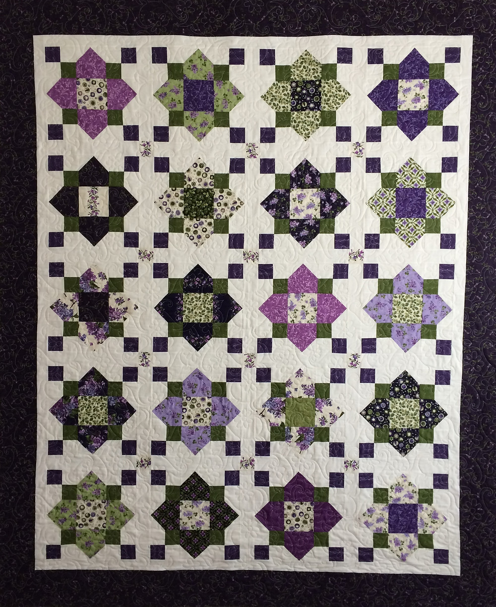Mary Quatrefoil Missouri Star Quilt