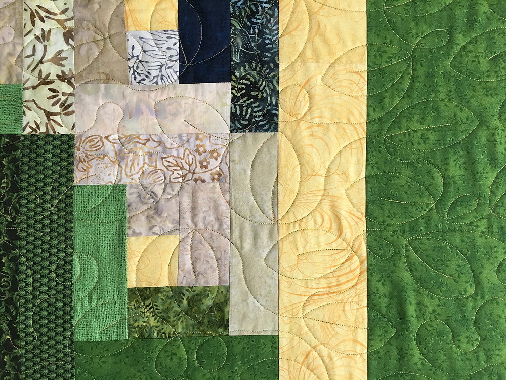 Leaves quilting pattern on Log Cabin Quilt by Teri Chavira
