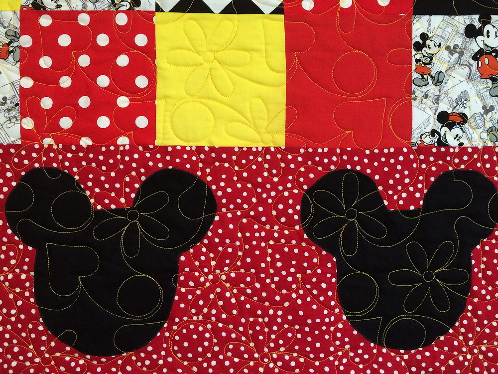 hearts and daisy quilting design on minnie mouse quilt