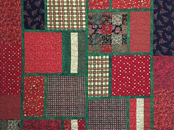 Laura Wetzel Christmas Reds and Green Quilt