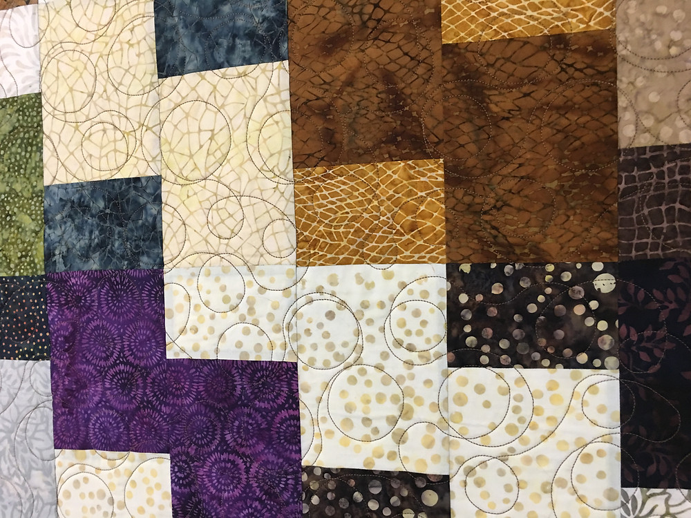 Circles Quilting Pattern on Layer Cake Mix Up Quilt by Elsa Murray