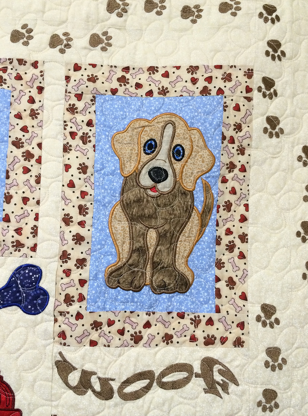 Paw quilting pattern on A Dogs Life Quilt by Patricia Foret