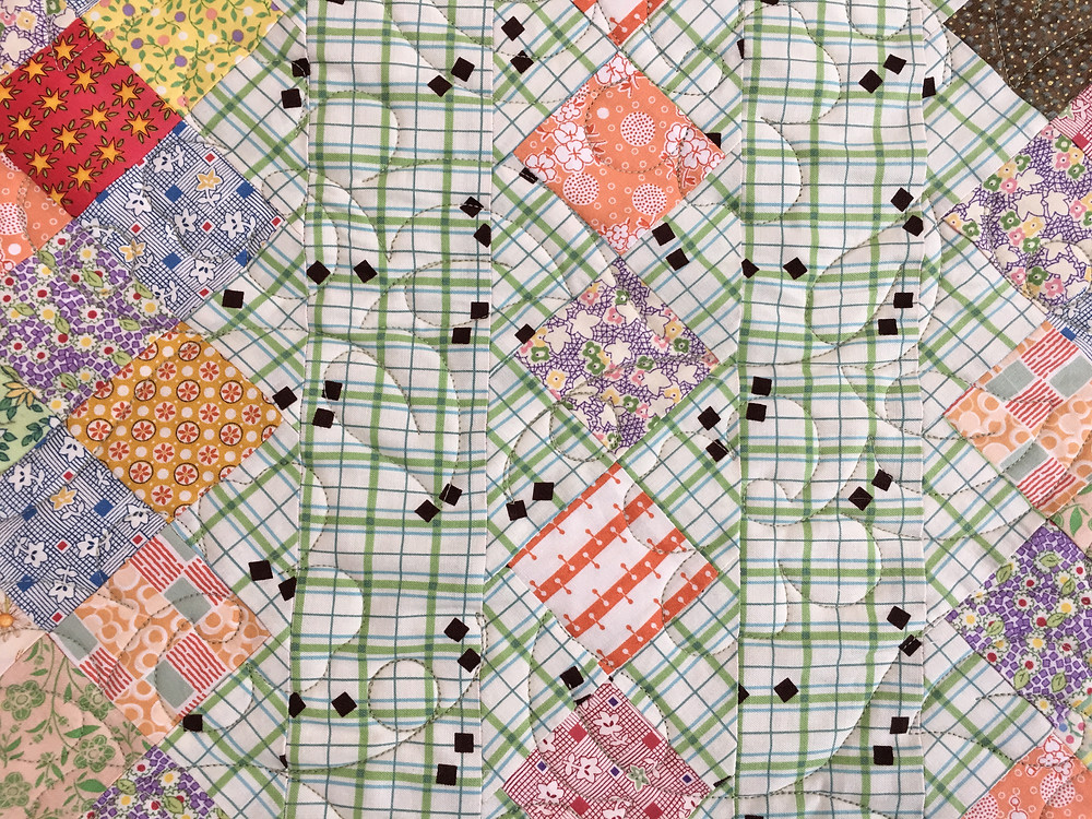 Flowers and leaves quilting pattern on Stepping Stones Quilt by Chris Olsen
