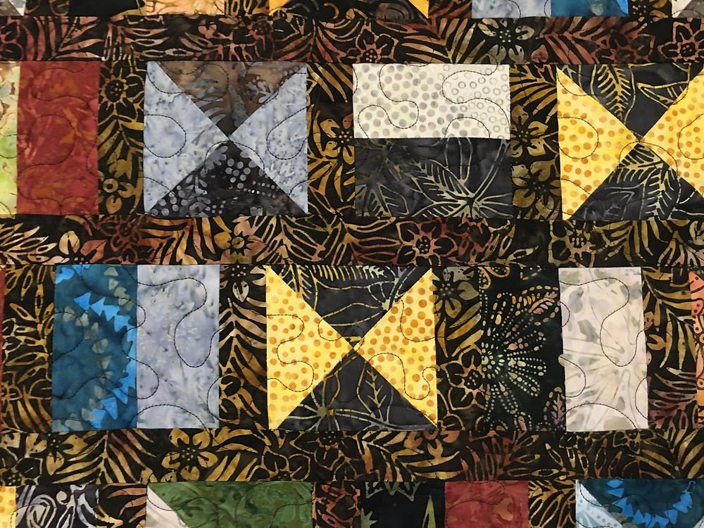 Meander quilting pattern on Hourglass Quilt by Kathleen Kurdziel