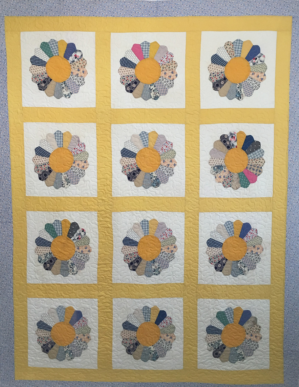Dresden Plate Quilt by Andi Hays