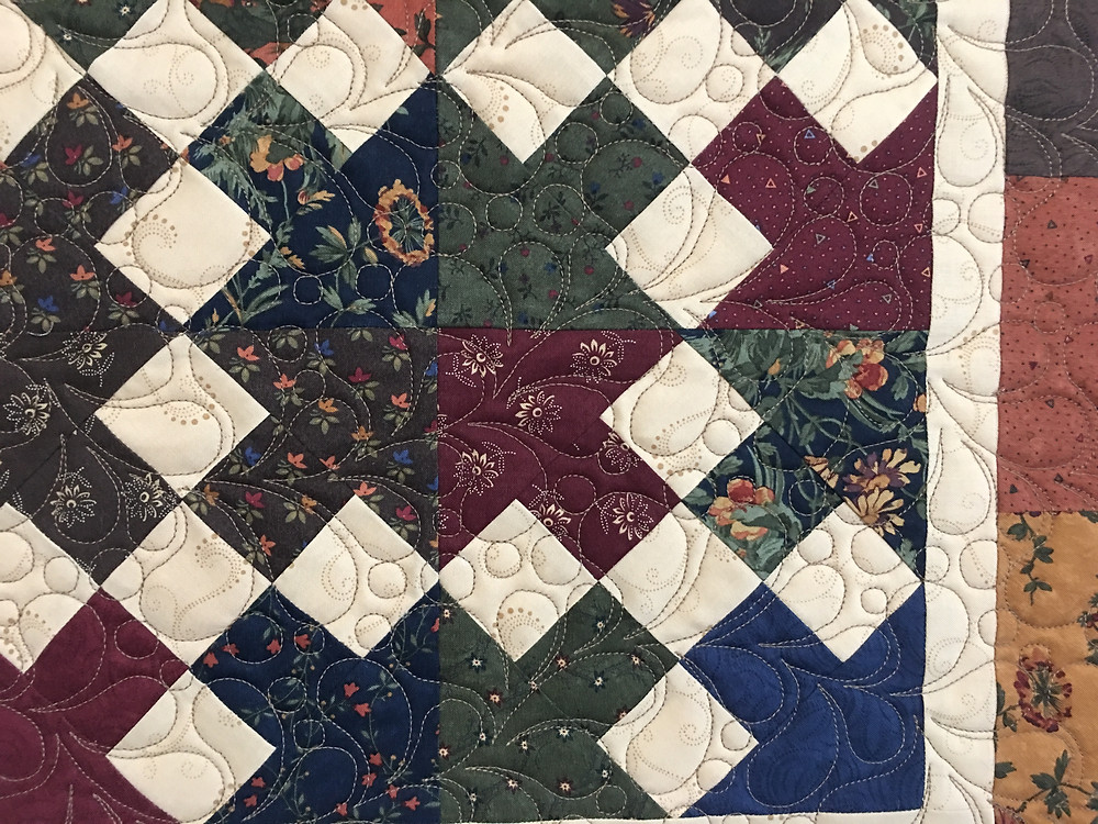 Feather Quilting Pattern on Table Runner by Teri Manley